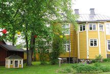 Borgargården - Porvaristalo - The Burger's Estate / Borgargården är ett bättre hantverkarhem från 1800-talet, och bjuder besökaren på rumsinredningar från olika tidsperioder i husets historia.  Porvaristalossa näytetään varakkaampi käsityöläiskoti 1800-luvussa ja esittää talon historiaan liittyvää sisustusta eri aikakausilta. The burger´s estate in Ekenäs endeavors to show how a well-to-do craftsman lived at the beginning and middle of the 19th century. It displays room furnishings from different periods in the history of the house.