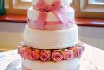 wedding cakes by Vanilla Frost