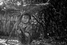 HΕRΜΑΝ DAMAR / Οι εκπληκτικές φωτογραφίες του φωτογράφου του Herman Damar δείχνουν τις χαρές της απλότητας και το συγχρονισμό με τη φύση σε ένα μικρό χωριό έξω από την Τζακάρτα της Ινδονησίας. Τα ευτυχισμένα παιδιά που εμφανίζονται στη συλλογή του εικόνων διαθέτουν μεγάλο χαμόγελο, δημιουργικότητα και φυσική ομορφιά σε έναν κόσμο που είναι ευτυχώς απαλλαγμένος από την τεχνολογία που καταλαμβάνει τη Δυτική ζωή.