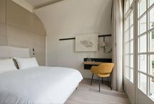 Hotel dell'Abbazia di Fontevraud / Design Patrick Jouin e Sanjit Manku Elegante inserimento della nostra poltroncina Charme nelle camente e negli spazi comuni