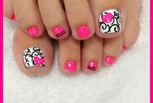 nails / by Annisa Hoskinson