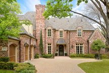 Homes in Preston Hollow / Famous as one of Dallas' most exclusive neighborhoods, Preston Hollow enchants homeowners with is gracious, tree-arced lanes, lush vistas, and incredible estates. Home to many celebrities, such as former President George W. Bush, Maverick's owner Mark Cuban, and restaurateur Phil Romano, this spectacular neighborhood attracts the most discerning of buyers.