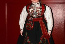 Bunadtilvirker Ingrid Gunnes / Bunadtilvirker i Gransherad i Telemark