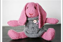 Free knitted pink rabbit