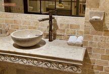Traditional Bathroom / https://renomania.com/designs/photos/bath/look--traditional