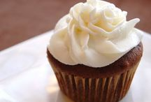 Frosting & Decorating ideas / by Kim Cheever