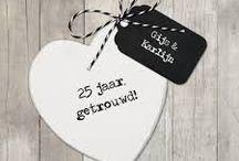 Jubileum / Bedrijf of een persoonlijk jubileum? Wij organiseren het voor u. Een jubileum is een herdenking van een gebeurtenis (zoals de huwelijksverjaardag van een huwelijk, indiensttreding) die een bepaald aantal (meestal een veelvoud van 5) jaren geleden is.