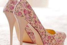 Туфли / туфли - одна из слабостей женщины
