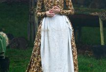 Mary Boleyn, Anne Boleyn-The Other Boleyn Girl / Scarlet Johansson as Mary Boleyn, Natalie Portman as Anne Boleyn