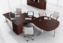 KOMPAS workingstation range / KOMPAS available in many different colours of furnitures and bases.