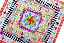 Medallion Quilts / by Susy Dunne