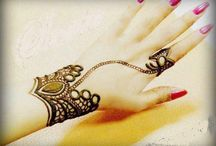 Henna Tattoos / This board captures all the beautiful yet simple henna designs and tattoos!