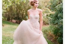 Wedding Gown Looks I love / by Bridgette Raes
