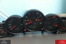 Naprawa liczników Porsche - liczniki, nawigacje, sterowniki silnika. Panamera, / Naprawa elektroniki Porsche, liczniki, nawigacje oraz pozostałe moduły elektroniczne. Boxster, cayman, carrera, spyder, panamera, cayenne, macan