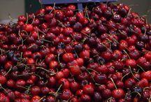 Frutas de temporada / Consume frutas de temporada, en el Mercado Central de Zaragoza encontrarás todo tipo de clases y variedades.