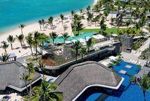 AMBRE - MAURITIUS / Questo hotel, contemporaneo e trendy, è situato presso Palmar, sulla costa est di Maurtius. È adagiato in una meravigliosa baia, sulle acque cristalline dell'Oceano Indiano, con una spiaggia di sabbia bianca lunga 700 metri. Questa invitante baia è perfetta per fare il bagno e scoprire la ricca fauna marina. http://www.oceaniafricani.com/iter/Mauritius/Ambre