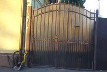 Porti Batante din Fier Forjat / Porti batante simple sau compuse ( cu poarta pietonala incastrata ). Actionate manual sau automatizat.