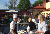 Hagabadet i Göteborg - terrassen / Njut av solen på vår terrass med utsikt över Hagas takåsar. Ta ett glas vin, en smoothie eller vad du önskar och bara varva ner!
