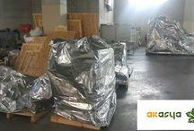 Alüminyum Bariyer Folyo / Alüminyum bariyer folyo ve Ambalajlama Hizmetleri Özellikle yurtdışı ve denizaşırı ülkelere yapılan ithalatta kullanılan alüminyum bariyer folyo ve ambalajlama işlemi sevkiyatı yapılan ürün/malzemenin bu yolculuk esnasında oluşacak korozyon, nem, terleme vb. kötü dış etkenlerden etkilenmemesi için yapılan en önemli ambalajlama işlemidir.