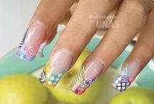 Fiestas / Diseños de uñas especiales para esas ocasiones elegantes. Es hora de ponerte diseños tonalidades y colores que puedes usar para lograr un look espectacular para tus uñas. Luce increíble de pies a cabeza.