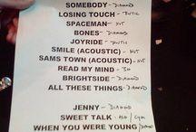 Day & Age Tour Setlists / Foto delle setlist cartacee dei concerti della band durante il Day & Age Tour Tour [2008-2010] N.B. Le setlist finali dei concerti potrebbero non essere queste