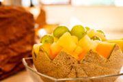Csokiszökőkut / Esküvők szulinapot céges rendezvények  Finom belga csoki: ét tej fehér ; idény gyümölcsökkel , szorásokkal fahéjjal.  Ezen a honlapon többet tudsz meg.   http://eskuvoszervezes.freewb.hu/csokolade-szokokut-berles/