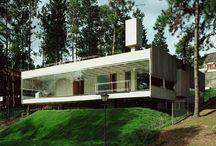 Casas  / Arquitetura feita em terrenos acidentados