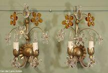 Italiaanse wandlampen / Exclusieve Italiaanse wandverlichting met blaadjes, bloemen en kristallen.