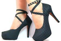 Scarpin Sra. Braz Pauline fill / Scarpin meia pata super fashion, estilo debutante cor preta com bolinhas. Meia pata de 3 cm e salto de 11,5 cm.