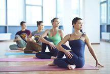 Yoga, meditação, exercícios e alongamentos