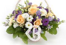 Flori nou născut / Superbe buchete si aranjamente florale preponderent in culorile roz sau albastru si mov, pentru fetita sau baiat. Trimite felicitarile tale proaspetei mamici alegand oricare dintre aranjamentele din aceasta categorie, in functie de buget sau florile preferate ale destinatarei.