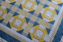 Free Motion Quilting Inspiration / FMQ designs and examples as well as quilting ideas for using a walking foot/ domestic sewing machine.