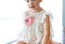 Βαπτιστικά Bambolino για κορίτσια / Βαπτιστικά ρούχα για κοριτσάκια με την υπογραφή Bambolino σε ιδιαίτερα υφάσματα χρώματα και δαντέλες