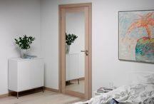 Døre til soveværelse / Ro og harmoni bør råde indenfor husets fire vægge. Alligevel er det ofte et højt stressniveau og reduceret søvnkvalitet som præger manges hverdag. Selv om det ikke er synligt, vil valget af støjreducerende døre og karme udgøre en stor forskel i hverdagen. Her finder du forslag til soveværelsesdøre. Hvorfor ikke udnytte pladsen og få spejl på indersiden af døren?