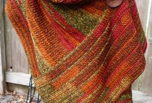 Ponchos / Knit, crochet / by Jessi Guti