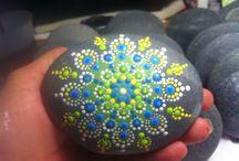 Mandala stones & stone painting
