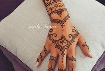 Henna mână