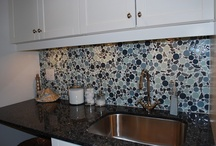 Backsplash Tile / Breathe life into your kitchen with a beautiful backsplash! Whether you crave subtlety or drama, the backsplash is a small area with the potential for huge impact.