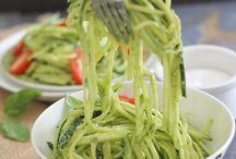"""Food, food, food / Corgette """"pasta"""" med avokado"""