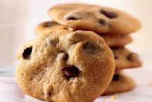 Cookie Recipes - Reduced-Sugar / Diabetic-friendly and low carb cookie recipes, including diabetic molasses cookies, sugar free sugar cookies, low-sugar peanut butter cookies and more.