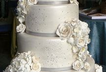 Decorated Cakes & Cupcakes / by Cheryl Johnson