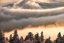 L'Homme et le Volcan / D'Auvergne en Islande, des grands sommeils aux subits réveils, pont d'images entre ces terres de volcans et les hommes qui les peuplent.