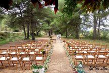 Alquiler de muebles vintage para bodas en el bosque - Renting vintage furniture for forest wedding / Hay miles de historias de amor, pero sólo unas pocas cobran un especial significado al cobijo de un bosque. Gracias por confiar en nosotros para ayudaros a hacer realidad vuestro sueño.  Aquellas parejas que también estén pensando en decorar tu boda con muebles antiguos reciclados contactar con nosotros: http://lastressillas.com/contacto/
