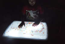 LIGHT TABLE ACTIVITY AND PLAY WITH LIGHT AND SHADOW