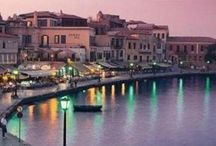 Palio Limani, Chania,Crete /  A very crouded aerea full with restaraunts ,bars and shops