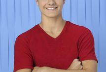 Peyton Meyer (Theo)