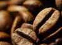 Czy kawa odchudza? / Czy kawa odchudza ? Kofeina i kwas chlorogenowy to dwa ważne składniki, których obecność w filiżance kawy może wspomagać odchudzanie. Firmy farmaceutyczne zareagowały na doniesienia naukowców, wypuszczając na rynek preparaty typu suplementów diety, np. ekstrakty z zielonych (niepalonych).  Suplementy z ekstraktem kawy czy zielonej herbaty mogą mieć dodatkowo korzystny wpływ na tak pożądaną utratę paru centymetrów w obwodzie.