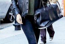 Klasyczny poniedziałek  / W stylu gwiazd ►► Miranda Kerr Coś, co każda kobieta powinna mieć w szafie .... czarna torebka Torebka w tym kolorze nadaje się na wszelkie okazje i pasuje do wszystkiego. Kto ma? Ręka do góry! Więcej czarnych torebek znajdziecie na www.torebki.pl