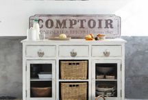kitchen cabinet decor / by Lisa Andreasen