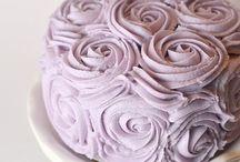 Cakes & Cupcakes / by Melissa Martinez